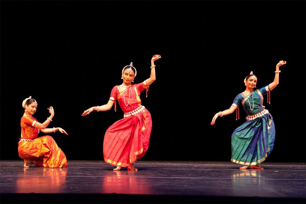 hindu_dancing_girls