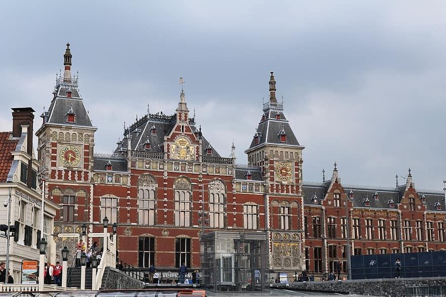 train-station-amsterdam-central-station-amsterdam-building